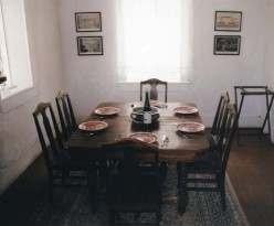 Vintage Dining Table and Chairs: Vintage Décor Tips: Vintage Dining Room Sets