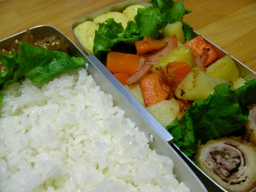 Bento with shiratake rice