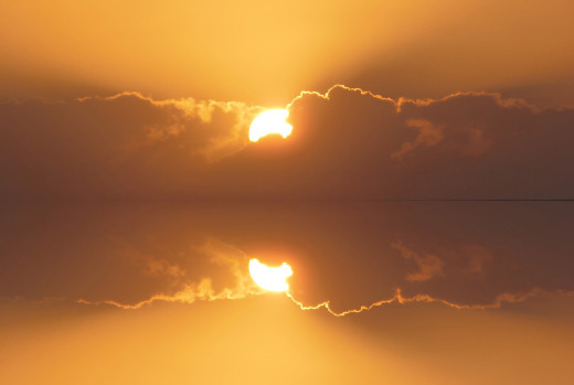 A reflecting sky Waikiki Sunset picture, taking the best from above and mirror it below, and removing the dull ocean...