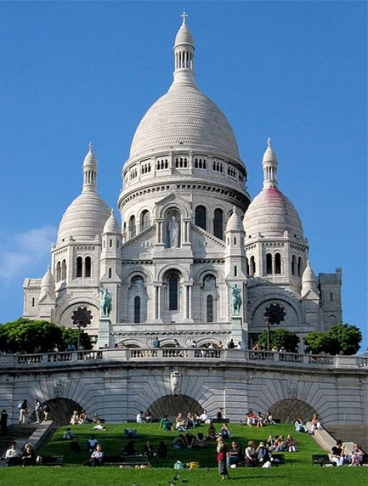 The Basilica of the Sacré Cœur (Sacred Heart) in Paris, France was photographed by MykReeve on June 4, 2005.
