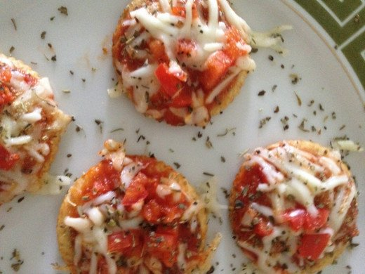 There is nothing better than taking simple and easy things and make them taste so good and pizza cracker are one of them.