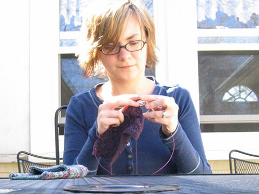 Teen knitting. CC BY 2.0, via Flickr.