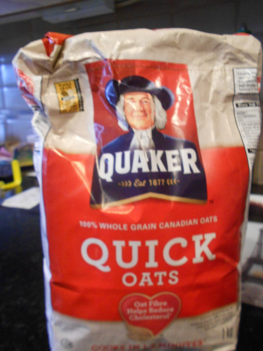 Quaker oats are not gluten free due to cross contamination. Gluten free options can be found in healthfood and some grocery chains.