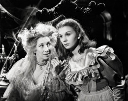 Martita Hunt and Jean Simmons in Great Expectations (1946)