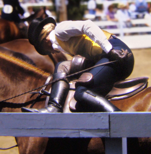 This rider is in the warm up arena, and has not yet put on her riding skirt. As you can see, the two horns cradle the rider's legs and she is very secure.