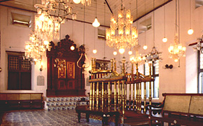 The synagogue at Fort Kochi, constructed in 1568, is the oldest in the Commonwealth. Destroyed in a shelling during the Portuguese raid in 1662, it was rebuilt two years later by the Dutch.