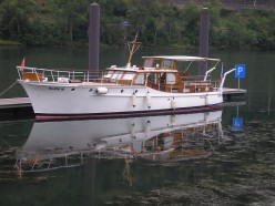 The Safe Boating Guide & Important Things To Know : Different Types Of Motorboats :              Pleasure Crafts