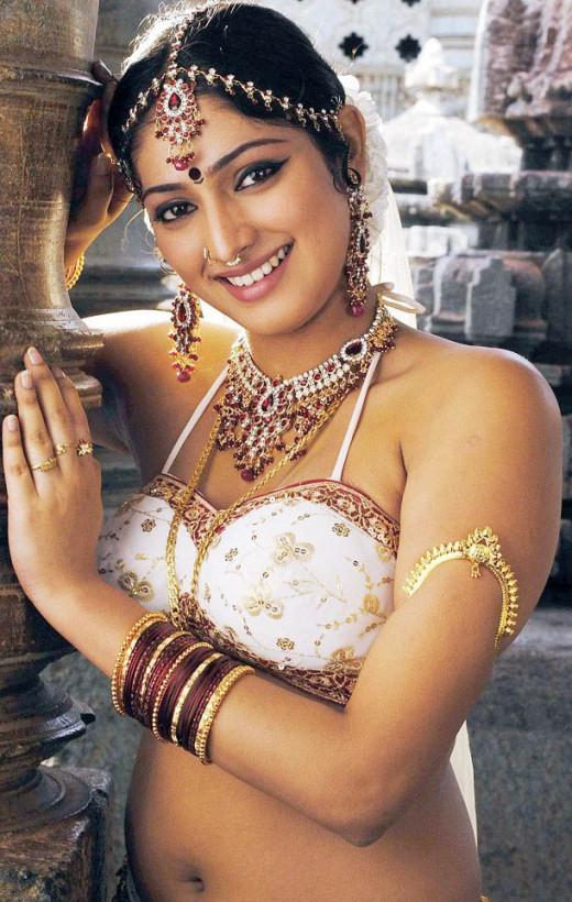 Bharatnatyam dancer and actress Haripriya in sexy dance costume.