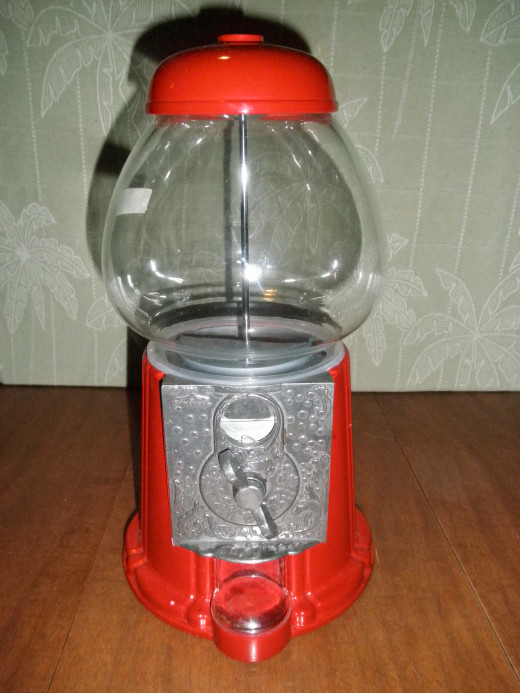 Here is a very cool vintage 1985 Carousel gumball machine. It is missing the cast iron base which would make it a lot more valuable