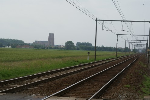 Zwankendamme railroad station with Lissewege in the background