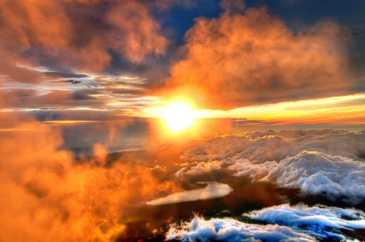 Majestic sunrise from the top of mount Fuji from photos.fotos.com