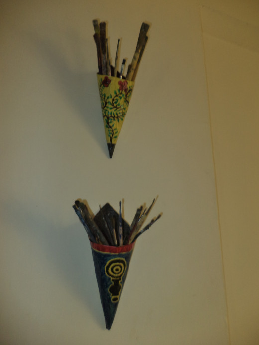 Wall Decor From Waste Materials : How to make a colorful brush stand at home from paper
