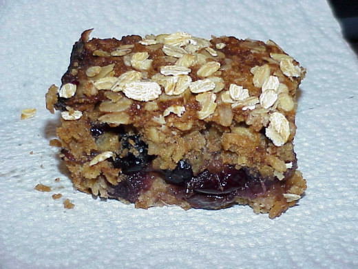 Now, THAT is one wing-ding of a fruit-filled. oatmeal-crusted hunk of eating pleasure