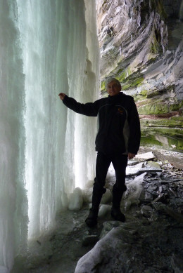 "In winter Buttermilk Falls becomes a wall of ice and forms an ice cave between it and the rock wall. As it can be slippery, it is best to put ""icers"" over your boots for safety!"