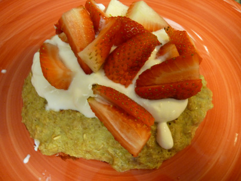 High Fiber Oatmeal Pancake (With Greek Yogurt and Strawberry Topping)