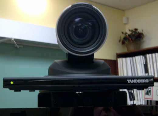 Camera on top of a screen for VRI