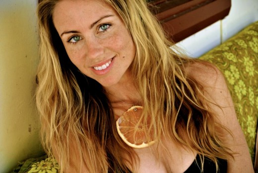 Freelea is a raw vegan, with amazing skin and hair, she rarely washes her hair either.