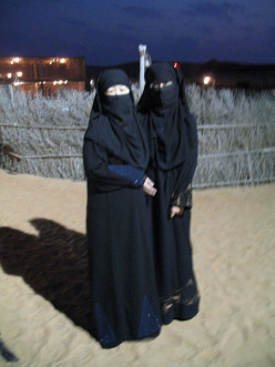 What's the rationale most Muslim women dress in black Jilbabs/Burqas and men in white loose robes?