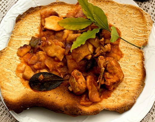 Stew served on bread cakes