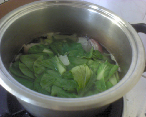 When the vegetable is halfway cooked, add in the Pak Choy leaves. Do not add in early as the leaves may turn mouldy and color turn light green if cooked too long