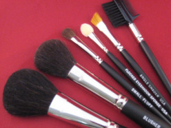 How to Shop For a Professional Makeup Brush