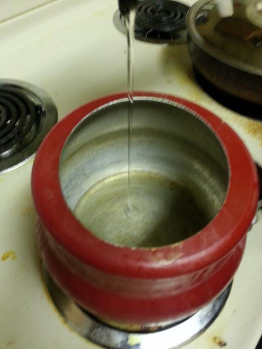 Pour Oil in pressure cooker