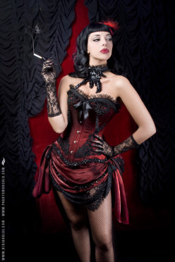 How to become a burlesque performer