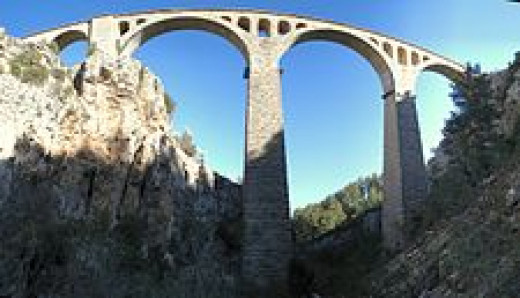 The Varda Viaduct was used in the scene of the shooting of Bond.