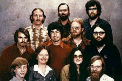 Who's who of these great computer geeks 35 years ago in the photo below?