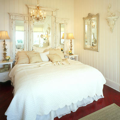 Shabby Chic comfortable bedroom