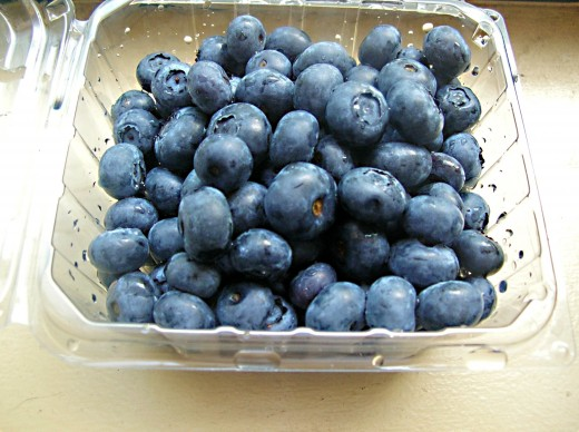 Fruits such as berries are very healthy; very sweet, high-calorie fruits should be eaten in moderation, however.