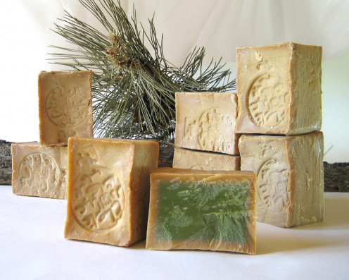 handmade Aleppo soap derives it's name from the city of Aleppo, Syria and dates back thousands of years. Classed as a castile soap it's main difference is it contains laurel oil.