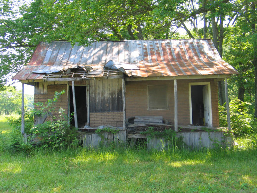 Charming rural home, needs TLC.