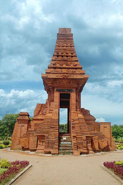 Bajang Ratu gate, East Java, Indonesia. The elegant 16.5 meter tall Paduraksa style gate of Bajang Ratu, Trowulan, Mojokerto, East Java, Indonesia.