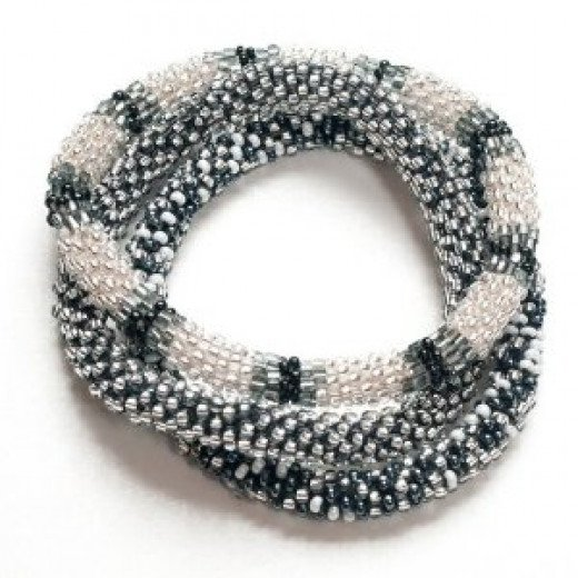 Glass bead roll over bracelet