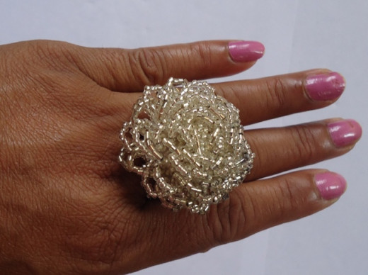 Glass bead finger ring