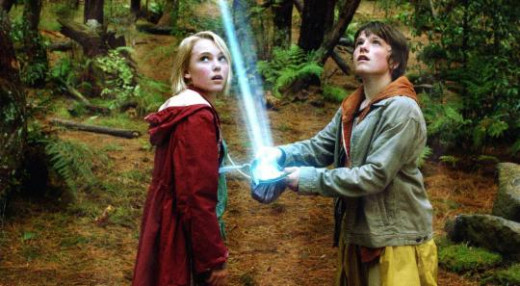 Leslie (AnnaSophia Robb) and Jesse Aarons (Josh Hutcherson) © Disney/Walden
