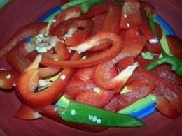 Slice capsicum into slender pieces