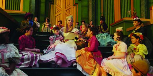 Glinda surrounded by Quadling children