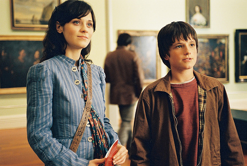 Ms. Edmunds (Zooey Deschanel) and Jesse Aarons (Josh Hutcherson) © Disney/Walden