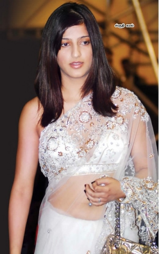 Shruthi Hassa in white Transparent Saree