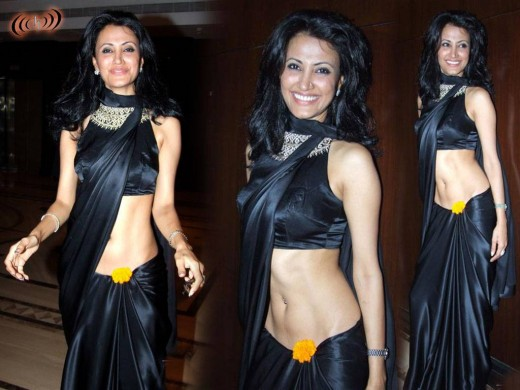 Low waist saree exposed
