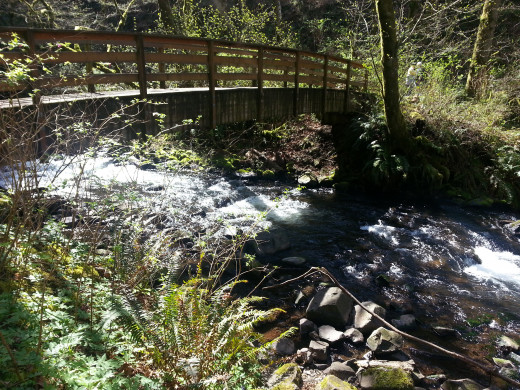 The full wooden bridge crossing to get to Bridal Veil Falls.