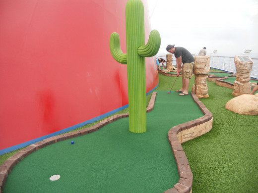 Mini Golf in the middle of the Ocean