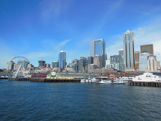 The Seattle waterfront featuring the Great Wheel and the Aquarium, as photographed from an arriving Bainbridge ferry
