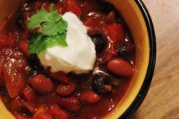 Chili with bluberries and a dollap of yogurt on top