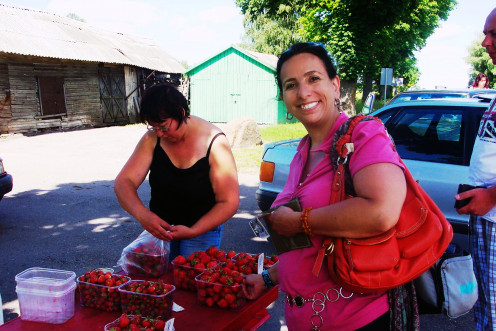 While you're waiting for the bus anyway, line up with the locals for some seasonal strawberries.
