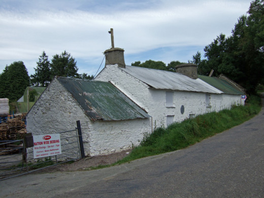 The Bold Tenant Famer's Cottage, Ballinascarty. Photo by Mike Searle (photographer's profile at geograph.ie/profile/10423). CC-BY-SA 2.0