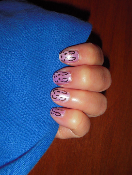 Easy to draw bunny faces on polished nails.