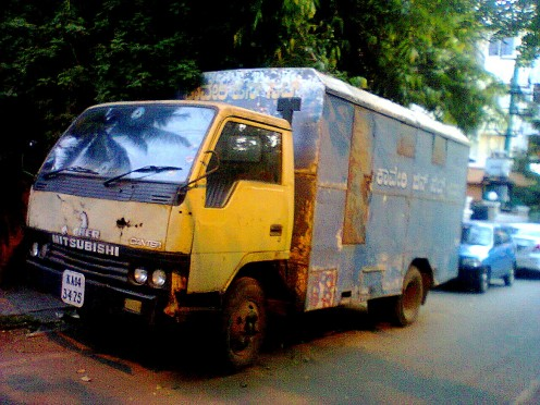 THIS VEHICLE IS PARKED HERE 24 HRS FROM PAST 5 MONTHS NO TRAFFIC POLICE OR ANY ONE CAN MOVE THIS VEHICLE.